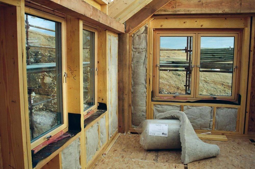 Suplimentarea izolatiei unei case ecologice